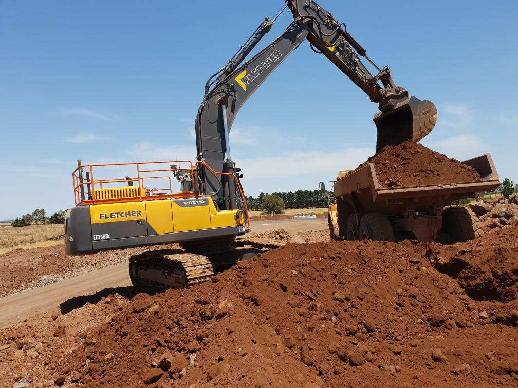 Fletcher-Bros-Solutions-fleet-machines-float-excavator-Melbourne
