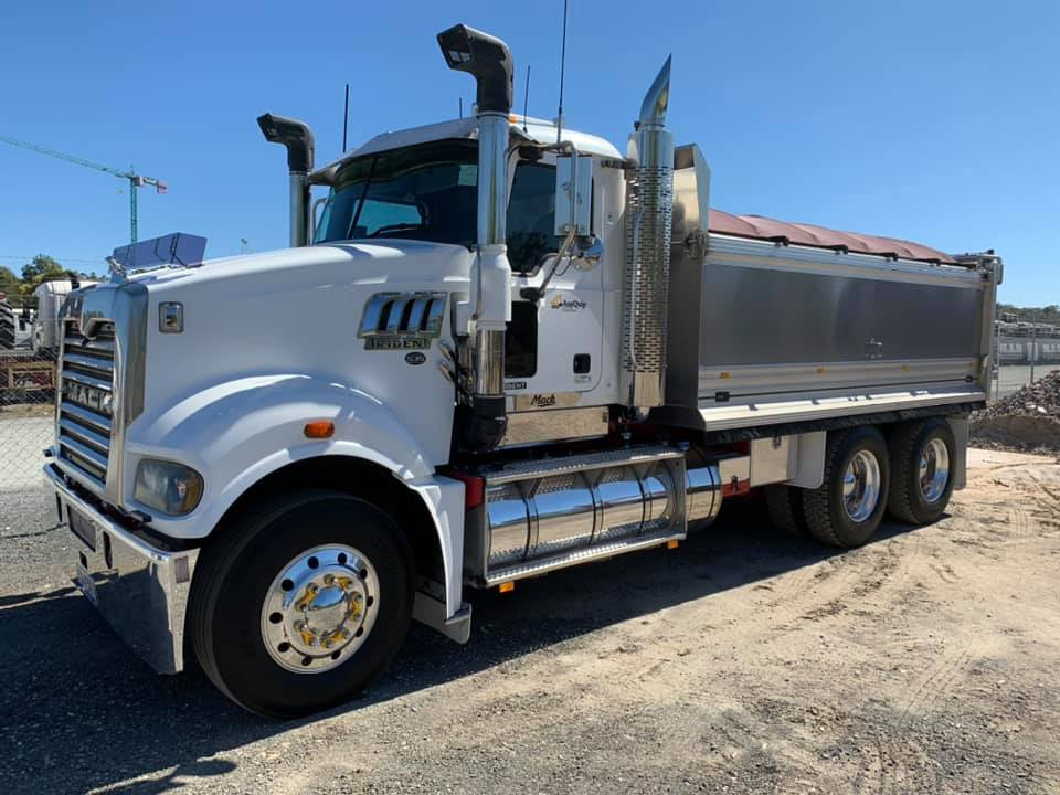 ausquip-bulk-haulage-gold-coast-tipper-truck