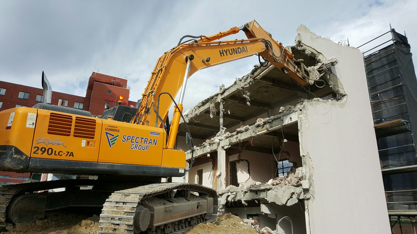 Spectran Group Cat and Fiddle Shopping Centre Excavator with Grab Claw Hobart