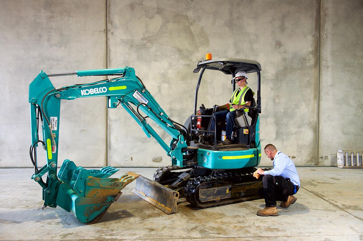 3-Tonne-Excavator-SK30SR-6-with-Pole-Grab-Atttachment-1024x682-1