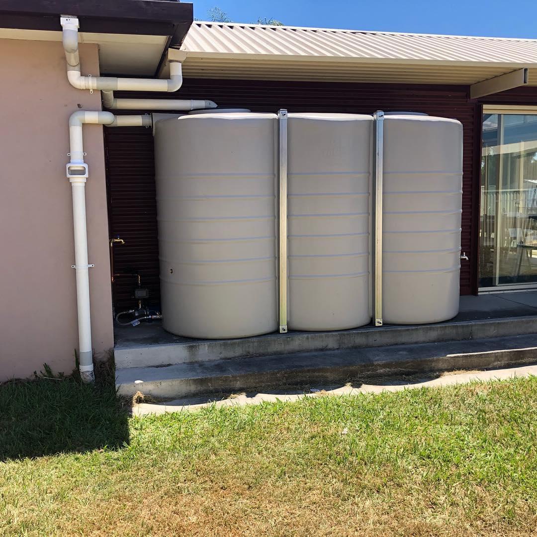Rain water tank installation