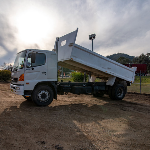 Hume Hire tipper-trailer