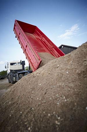 A&N-Earthmoving-tipper-truck-hire-perth
