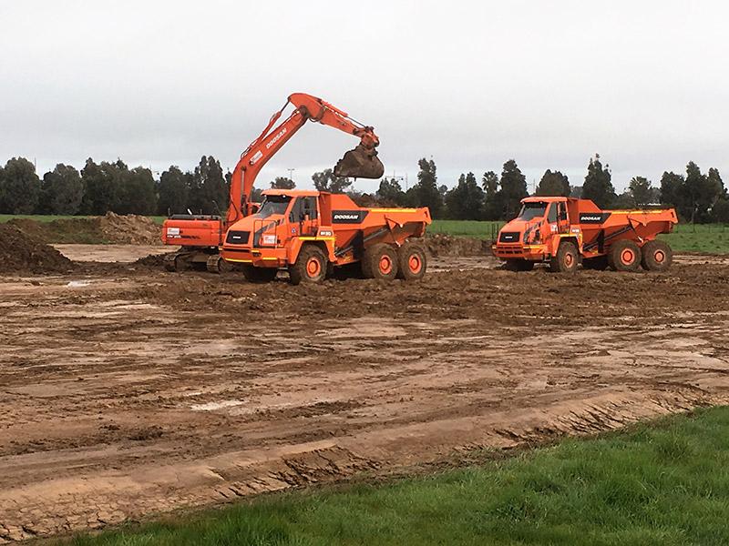 A-P-Delaney-Doosan-Dump-Truck-Excavator-Hire-dump-truck-hire-albury