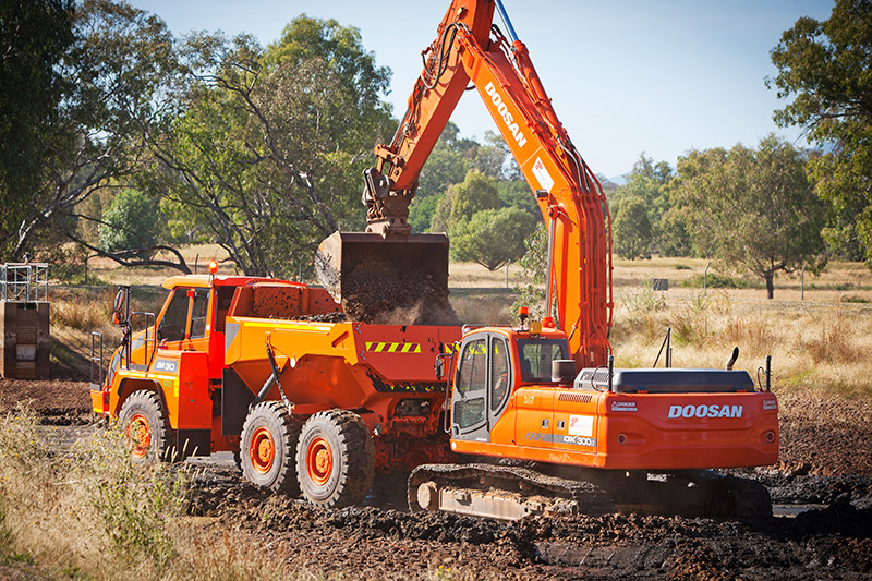 A-P-Delaney-On-Site-Dump-Truck-excavator-hire-albury