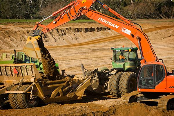 A-P-Delaney-Tractor-Excavator-Onsite-excavator-hire-albury
