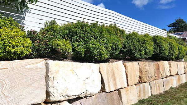 Advanced-Group-Rock-Wall-Retaining-Wall-landscaping