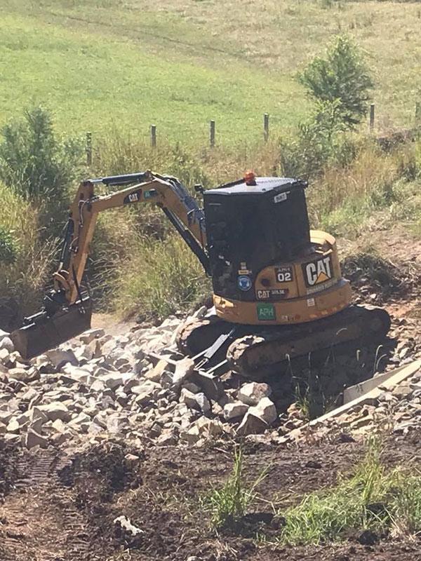 Advanced-Plant-Hire-Mini-Excavator-on-Rocks-Kempsey