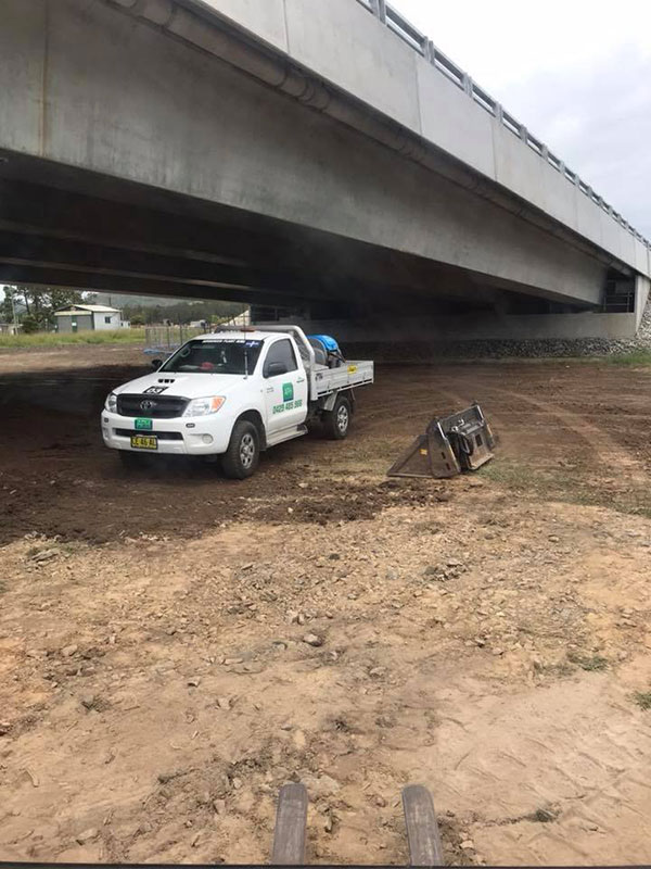 Advanced-Plant-Hire-Ute-and-Bucket-services-kempsey