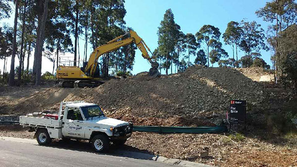 Armpell-Civil-SH210-Excavator-ute-bulk-earthworks-Batemans-Bay