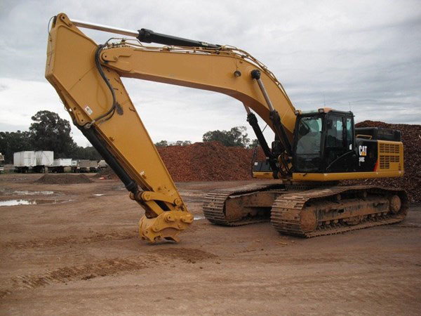 Burns Equipment Group Excavator CAT no bucket