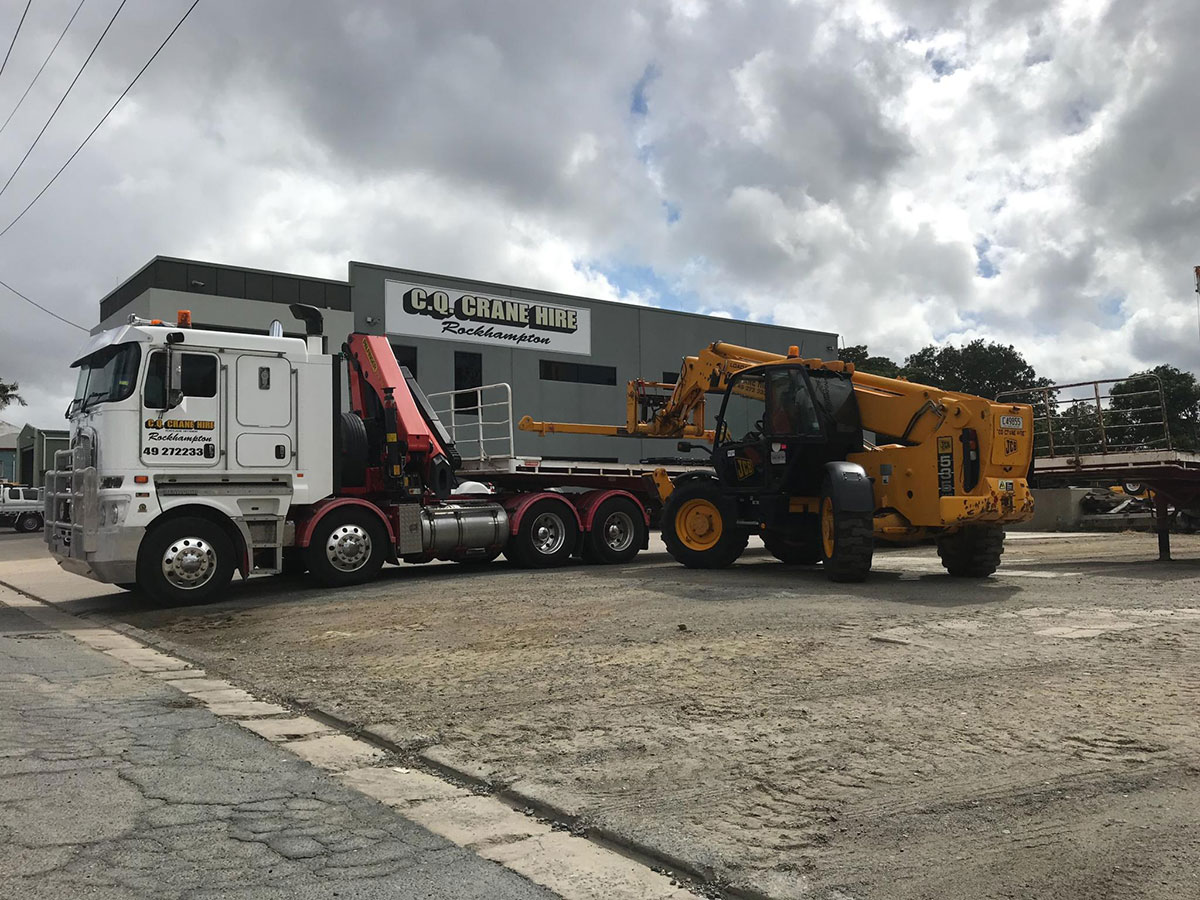 CQ-Crane-Hire-Telehandler-with-truck