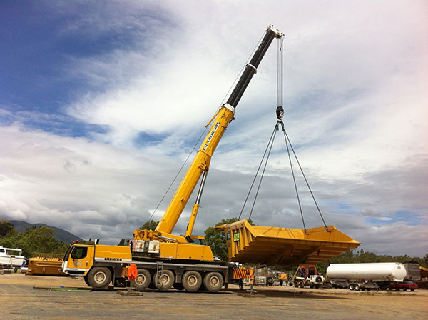 CQ-Crane-Hire-slewing-tipper-bucket