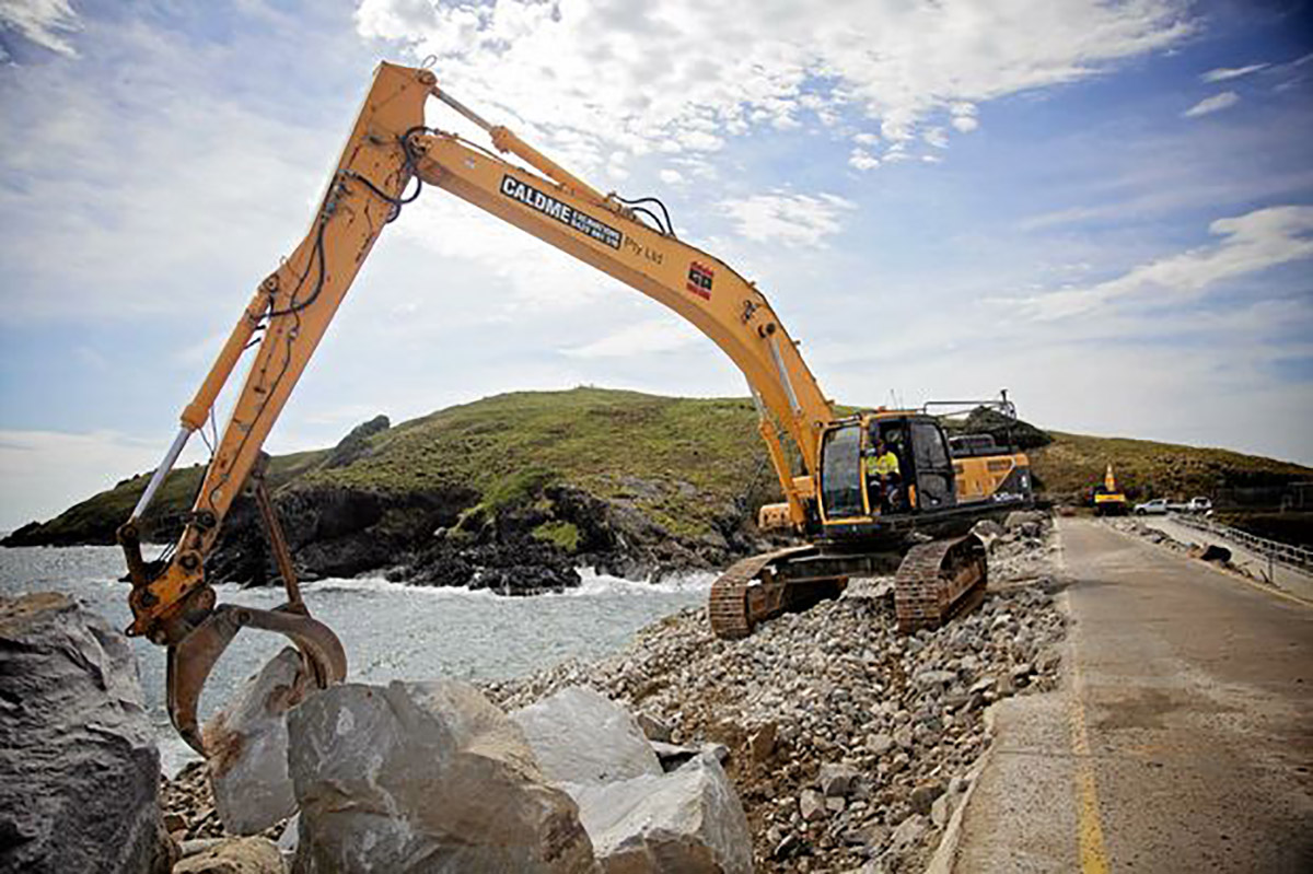 Caldme Excavations 520-rock grabber marine construction
