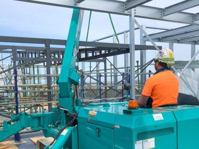 Maeda mini crane operator