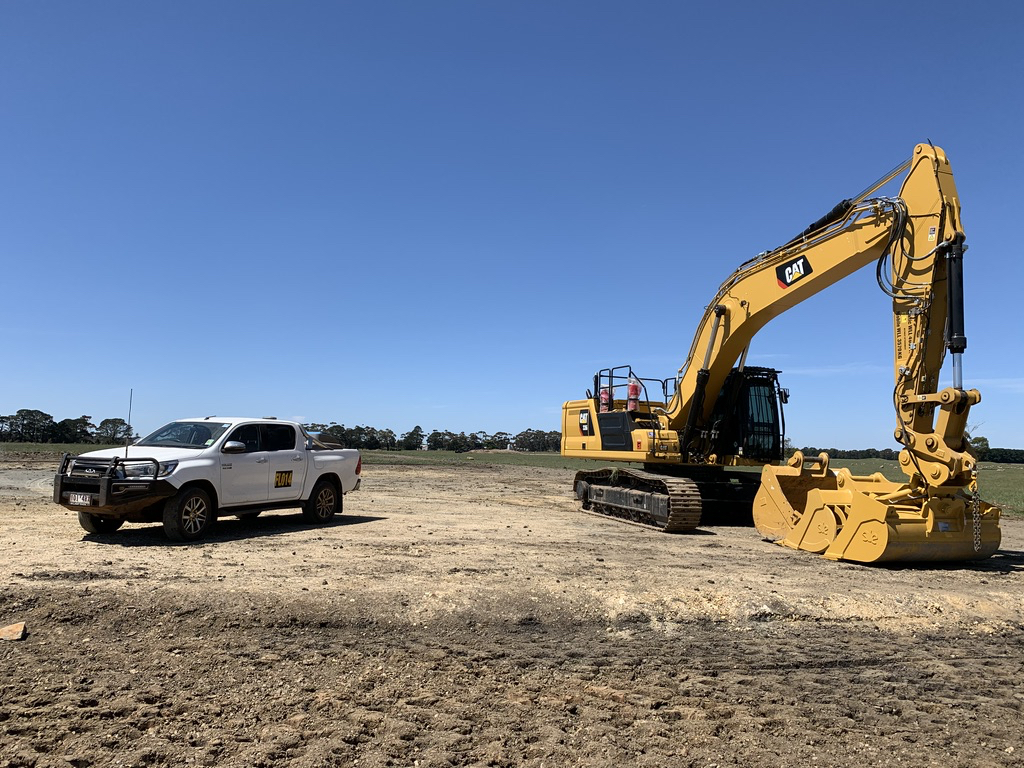 Fletcher-Bros-Solutions-excavator-on-site-sunset-civil-construction-contracting-melbourne