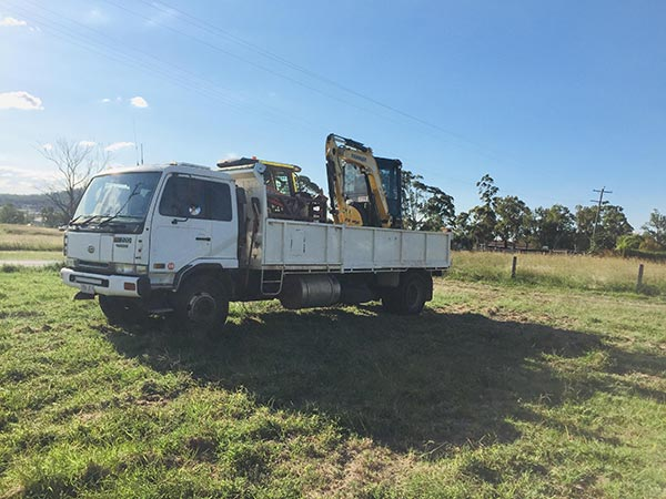 Darling-Downs-Bobcat-and-Tipper-Hire-Tipper-Truck-and-Excavator-Hire-Rangeville