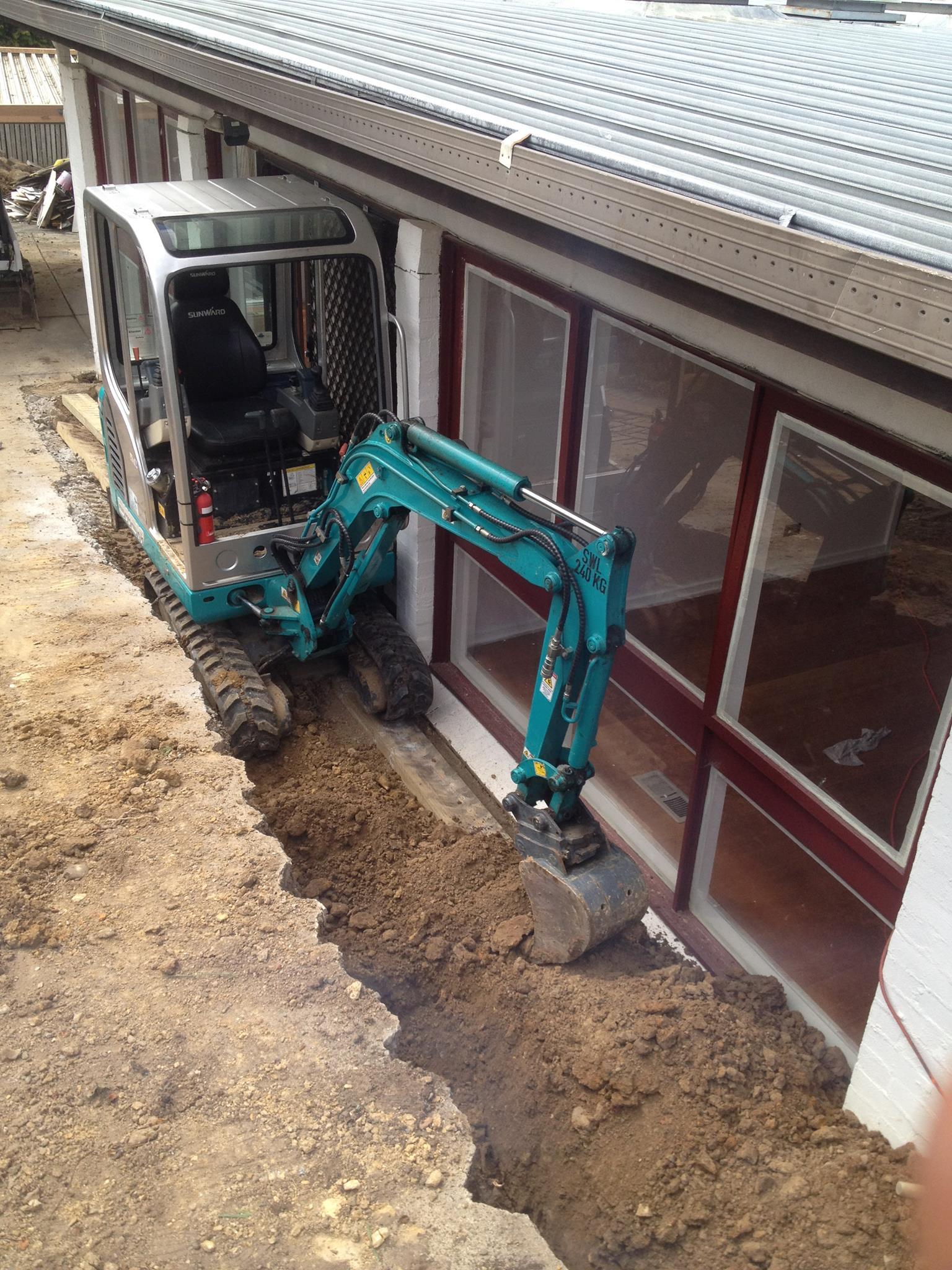 Dial-A-Digger-mini-digger-tight-access