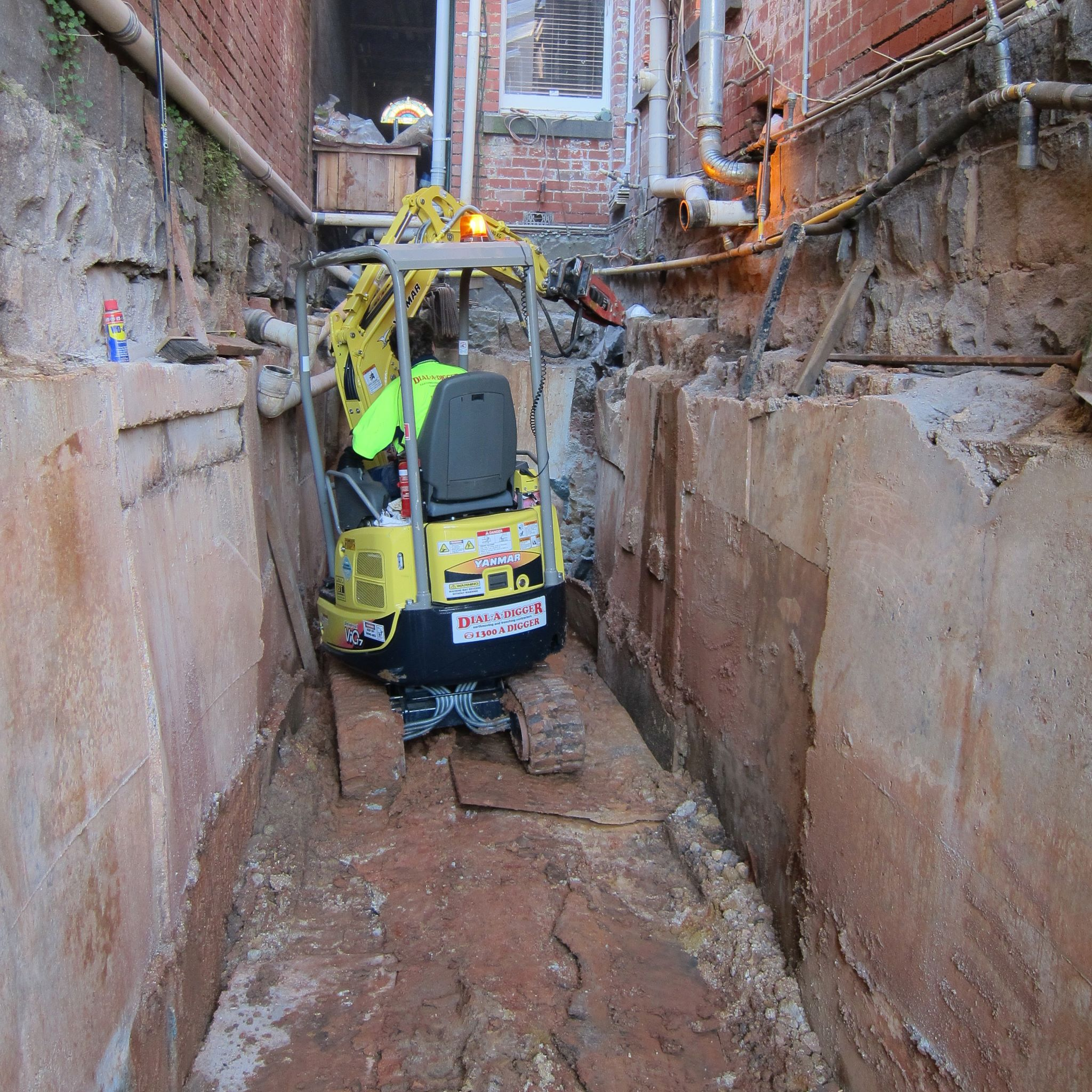 Dial-A-Digger-rock-breaker-tight-access-excavator