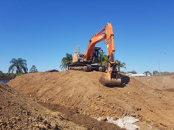 Dicks-Diggers-25t-Excavator-excavator-hire-Sydney
