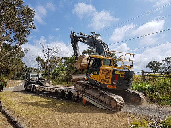 Dicks-Diggers-transport-haulage-float-tipper-hire-Sydney