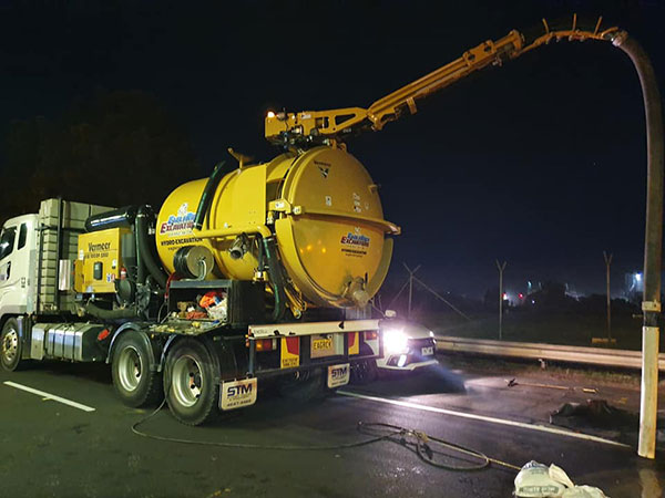 Eaglerock-Non-Destructive-Excavations-non-destructive-digging-night-road-works-sydney