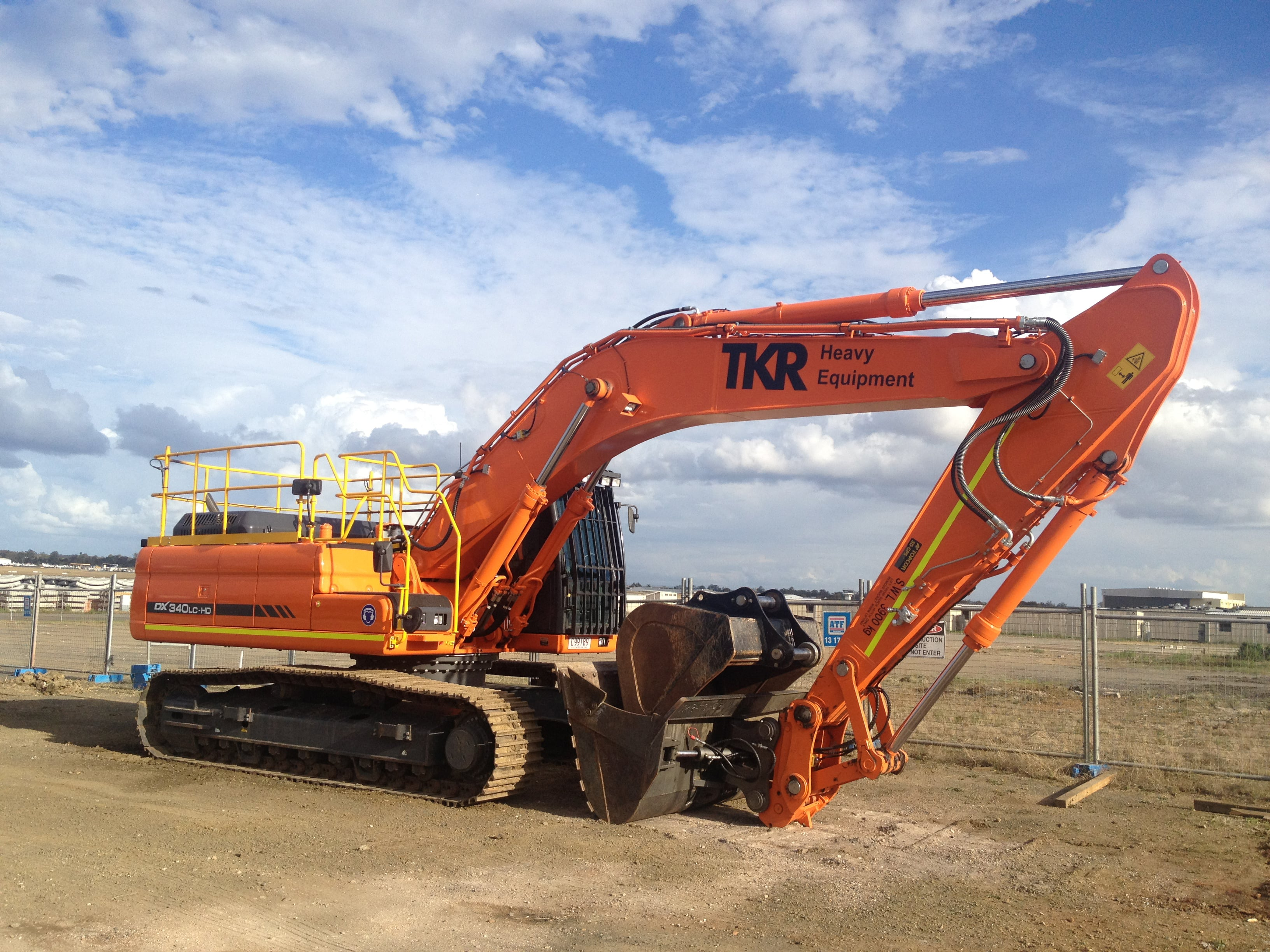 Excavators and Diggers for Hire | TKR