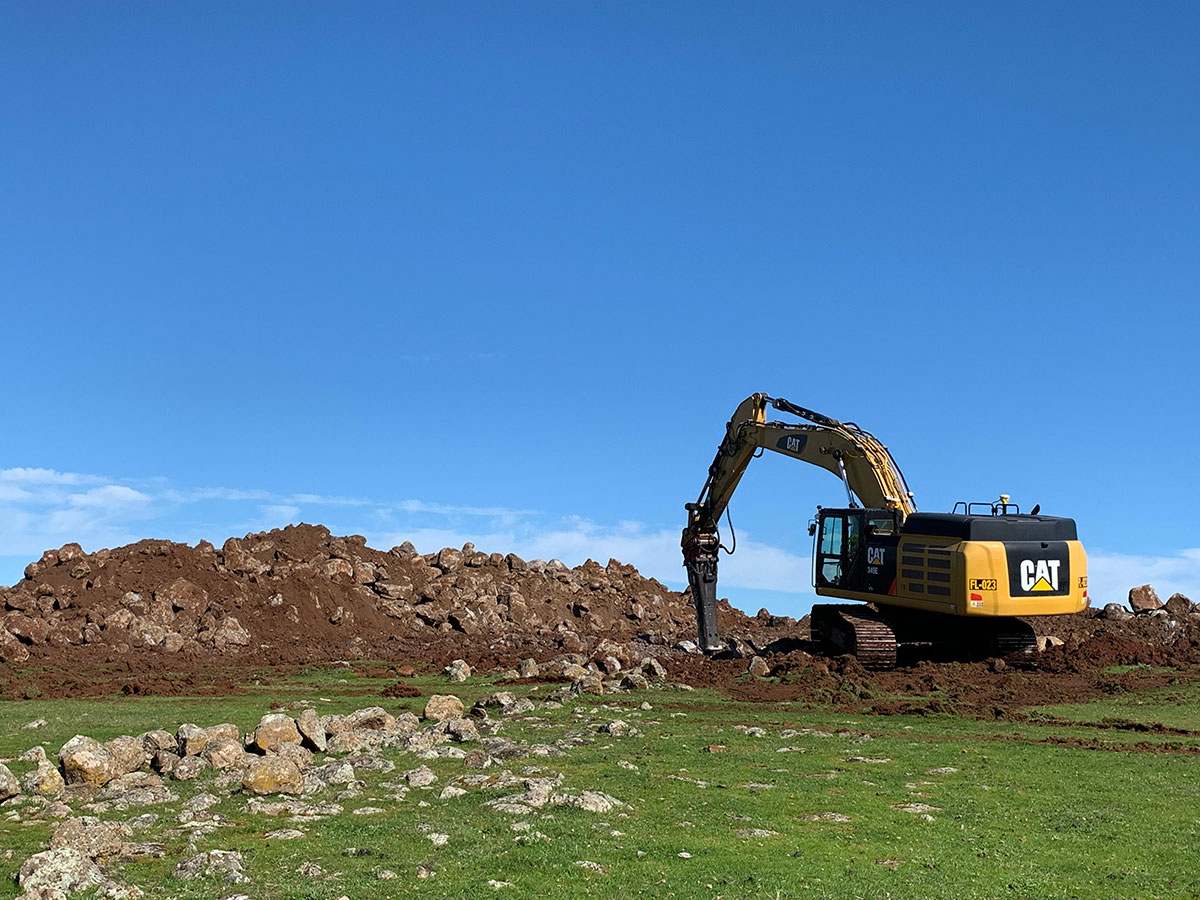 Fletcher-Bros-Solutions-attachment-rock-breaking-Earthwork-Contracting-Melbourne-Services