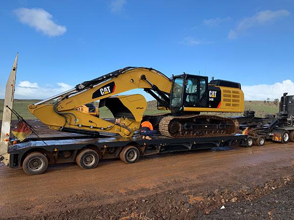 Fletcher-Bros-Solutions-excavator-float-transport-heavy-haulage-melbourne