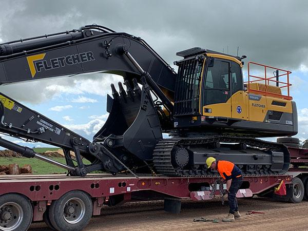 Fletcher-Bros-Solutions-excavator-transport-float-heavy-haulage-melbourne