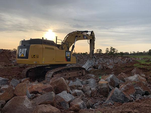 Fletcher-Bros-Solutions-sunset-rock-breaker-excavator-Quarry-Contracting-Melbourne