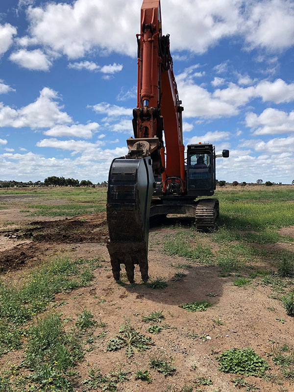 Fletcher-Bros-Solutions-trenching-bucket-attachment-excavator-earthwork-contracting-melbourne