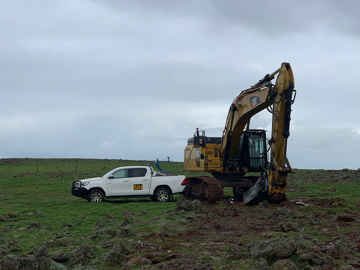 Fletcher-Bros-Solutions-ute-and-excavator-on-site-Civil-Construction-Contracting-Melbourne