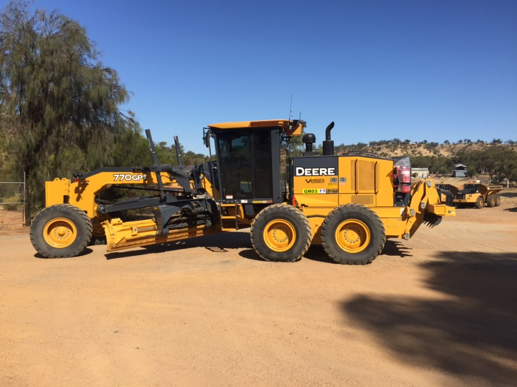 vernice-770G-grader-hire-perth-western-australia