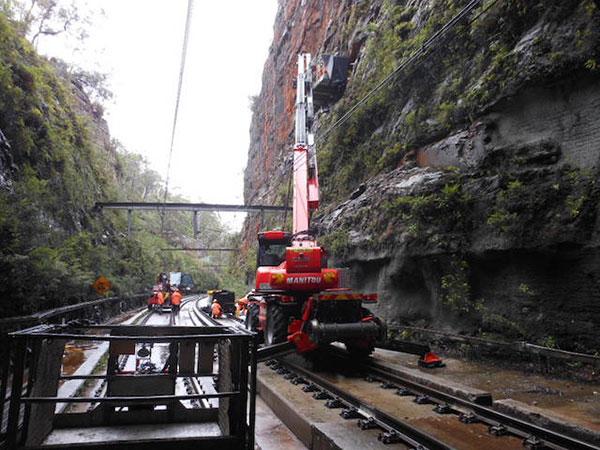 Hi-Range-Crane-Hire-Hi-Rail-Crane-MRT2150-9-hire-Campbelltown