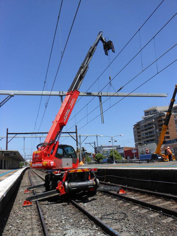 Hi-Range-Crane-Hire-Hi-Rail-Crane-structure-install-2-hi-rail-crane-hire-campbelltown