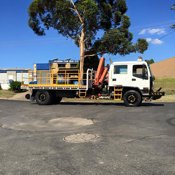 Hi-Range-Crane-Hire-Hi-Rail-Truck-Isuzu-hi-rail-photo-hire-Campbelltown