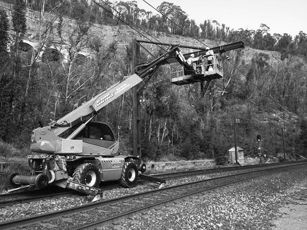 Hi-Range-Crane-Hire-Hi-Rail-Crane-telehandler-ewp-2-hire-Campbelltown
