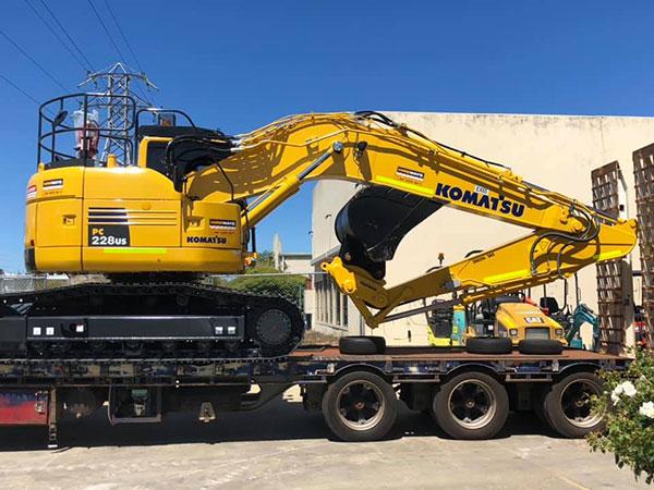 Hireways-Komatsu-excavator-float-excavator-attachment-hire-perth