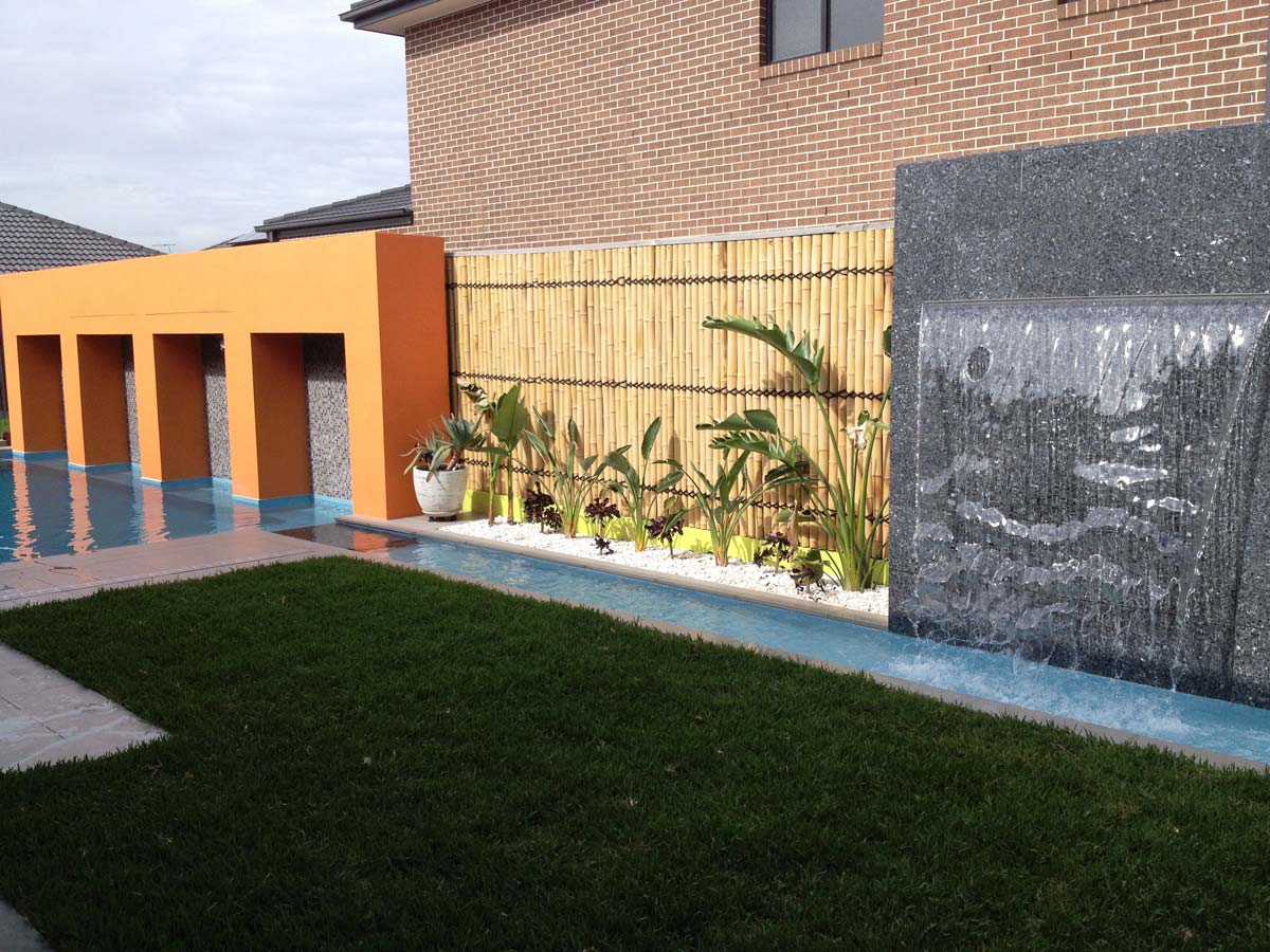 Yard water feature