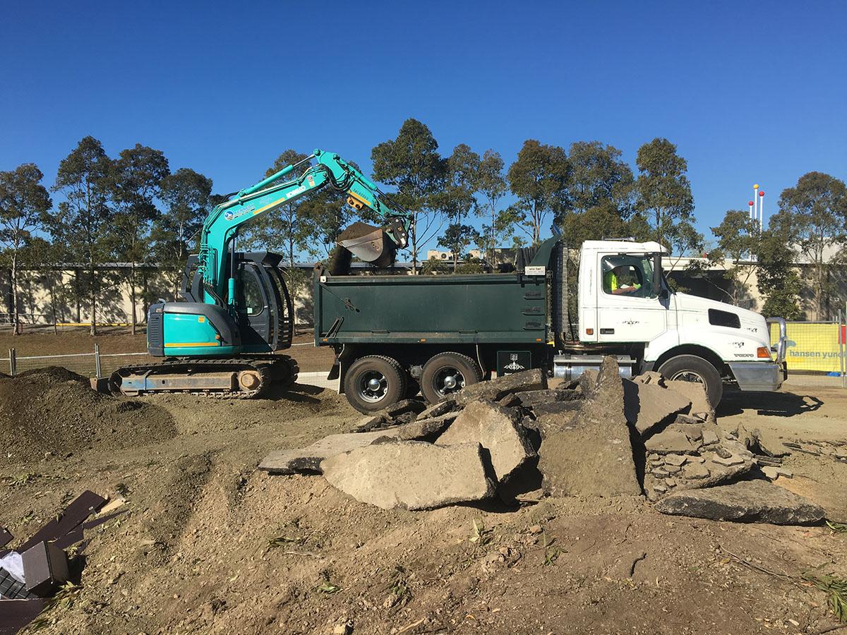 Kennedy Hire - excavator dump truck