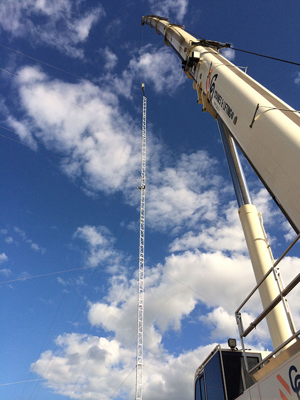 Rough Terrain crane view from the ground looking up