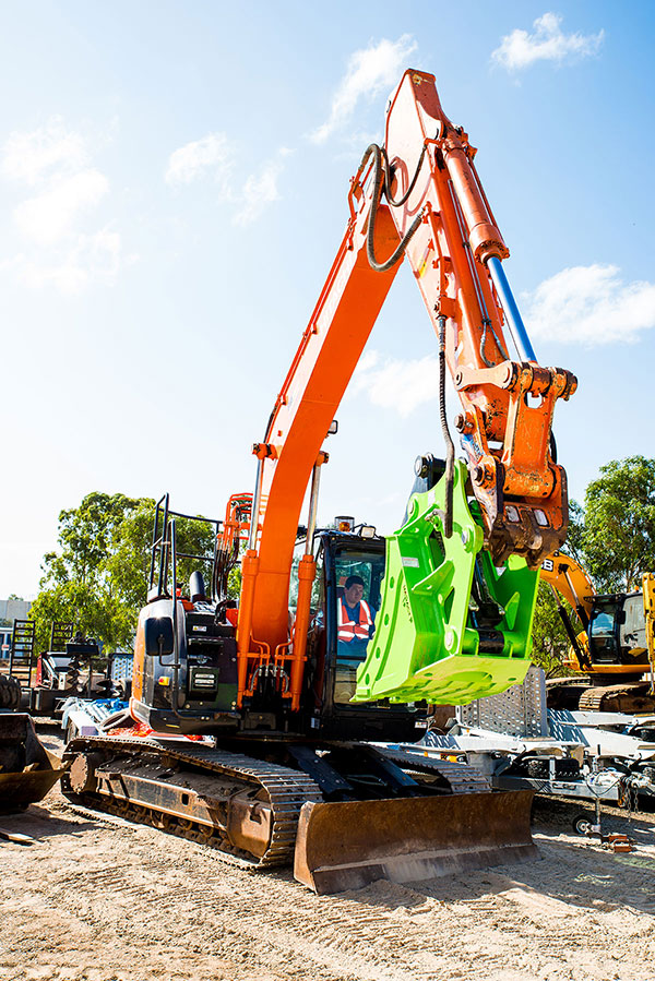 Impact-Construction-Equipment-Thumb-Bucket-Hire-Melbourne-33