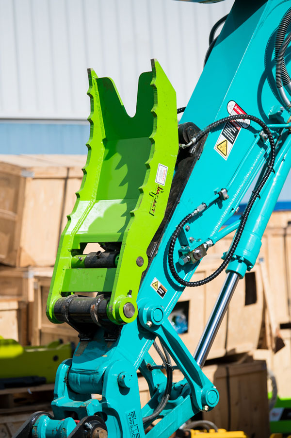 Impact-Construction-Equipment-excavator-thumb-attachment-sales-melbourne-3