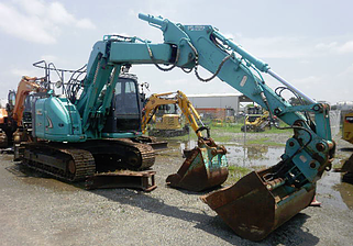 Kennedy Hire - 13.5 tonne excavator for hire