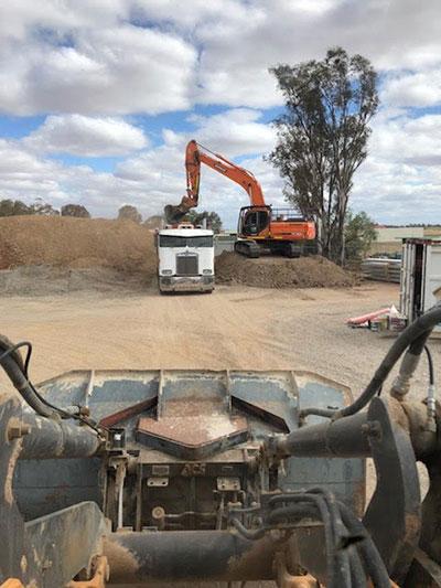 Lawton-Earthworks-bulk-loading-earthworks-Jerilderie
