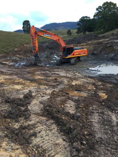 Leader-Earthworks-Gallery-Murwillumbah-excavator-earthmoving