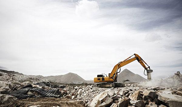 Leech-Earthmoving-Banner-excavator-hire-rock-breaker-attachment-dam-building-castlemaine