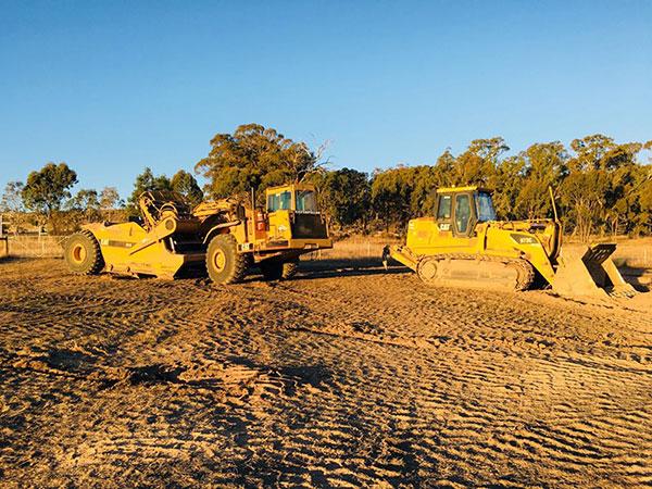 Leech-Earthmoving-Fleet-scraper-posi-track-road-construction-castlemaine