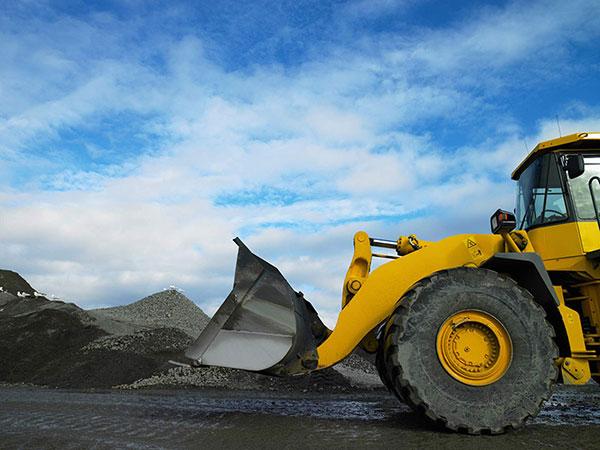 Leech-Earthmoving-banner-loader-hire-dam-building-castlemaine